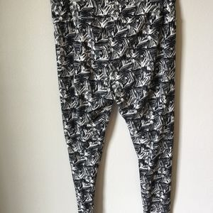 LuLaRoe Pants - LulaRoe black and white TC leggings